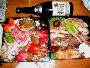 洋風のおせち料理と出羽桜大吟醸本生2003年製